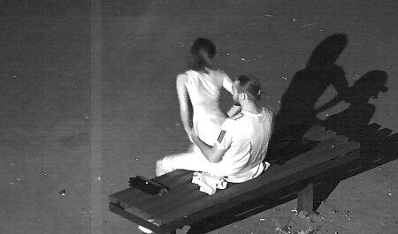 دختر هیجان زده دختر شستشو در فیلم سکسی در پارتی حمام