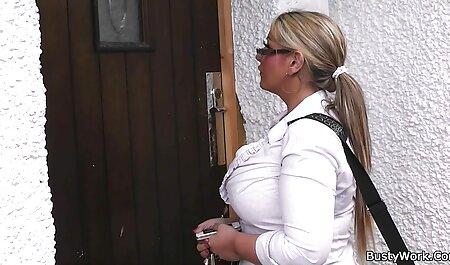 استفانی به طرز ماهرانه ای با کس پارتی استفاده از دست او را به خودش را به اوج لذت جنسی