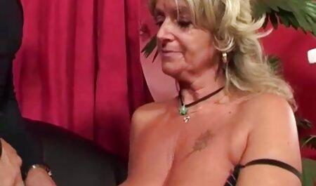 سینه کلان, دخترک معصوم, سکس پارتی خارجی را دوست دارد به توالت در خیابان