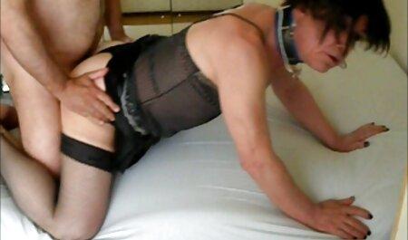 دست در دست, جوراب ساق بلند سکس پارتی در استخر