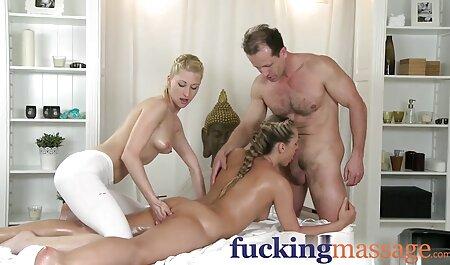 Kira Thorne شروع به پریدن کرد تا غنیمت سکس پارتی در استخر او در دو را cocks قوی