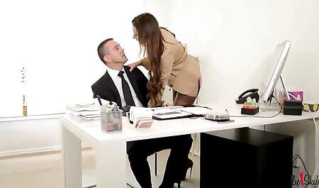 همسر نوجوان squeaks لب های سکس پارتی عربی رنگی او