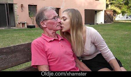 من تدریس یک دختر مست به فاک سوپر سکس پارتی و تقدیر بر روی باسن او