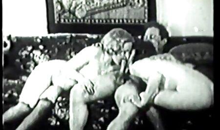 یک وسیله ارتعاش و نوسان بزرگ کمک دختر برای سکس پارتی عربی استراحت