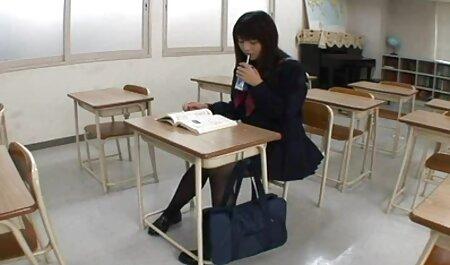 ناشناخته زن اغوا یک دختر به فاک سگس پارتی در میز جلو
