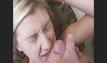 باریک زن ادرار سکس پارتی شبانه از یک سوراخ در توالت