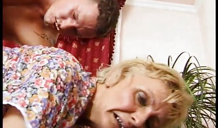 به جای رفتن به باشگاه, لزبین حال کس پارتی ارتباط جنسی با دختر